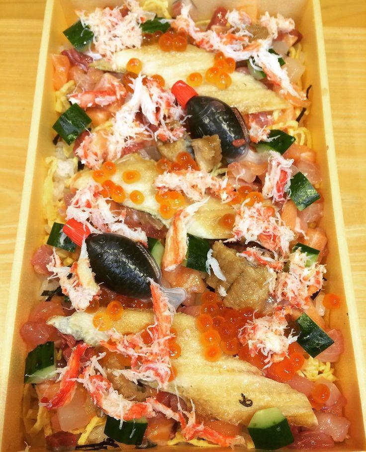 本日のお弁当です☝️ #海鮮ちらし寿司  #1,500円です  #海鮮ちらし寿司もやってます!  #いろいろ食べたい物を相談して  #頂いたらやりますので  #藤三 #割烹藤三 #日本料理 #板前 #丹波 #cuisine #japanesecuisine #traditionalcuisine #会席料理#懐石料理#お弁当#出前#配達します#ケータリング料理#海鮮ちらし寿司