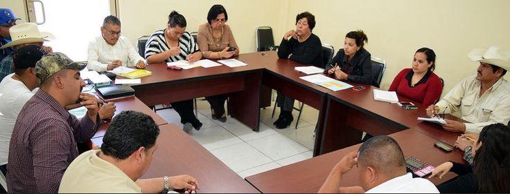 La Alcaldesa de Nava, Ana Gabriela Fernández Osuna, encabezó una reunión para afinar los últimos detalles de la tradicional cabalgata en el marco del 215 Aniversario de la Fundación de este municipio, en la que participaron funcionarios del Ayuntamiento que colaboran en la organización del evento que será dedicado a Raúl Vega Alvarado, digno cabalgante