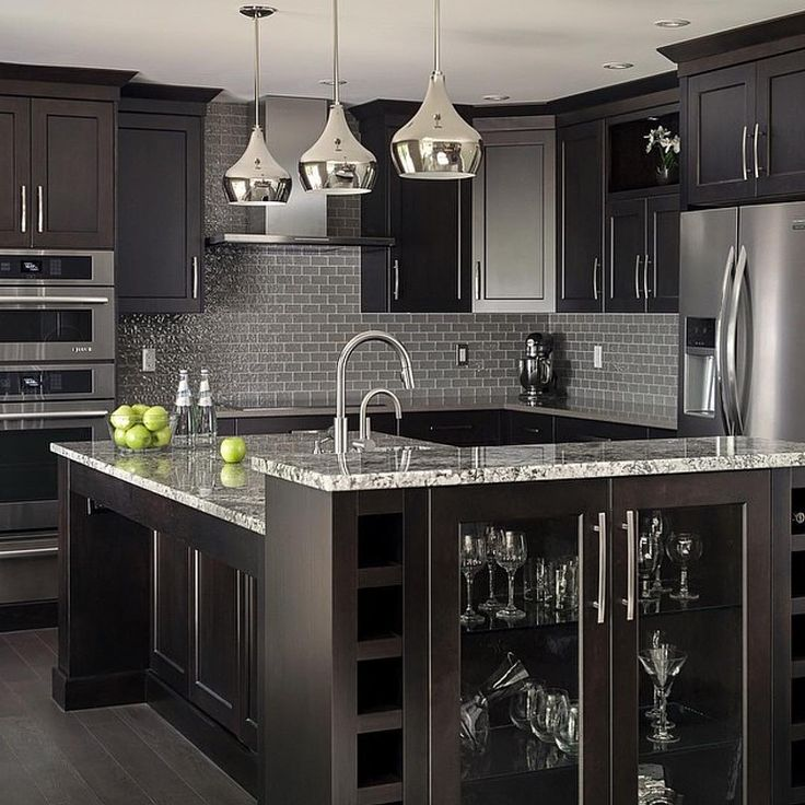 Best 25 black kitchen cabinets ideas on pinterest gold for Black kitchen cabinets photos