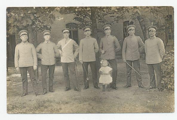 Insterburg, Stadt, Kaserne, Walter Rosummek (zweiter von rechts)