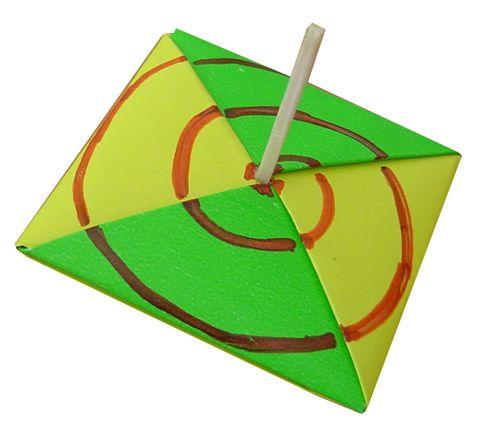 Fiche origami toupie spirale à effet d'optique - Tête à modeler