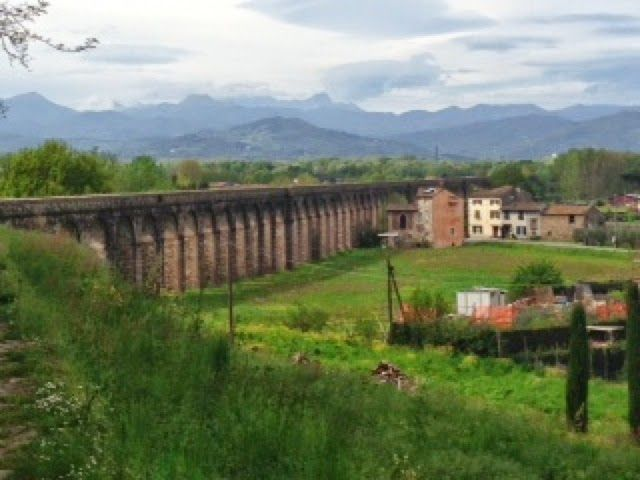 HIKE, BIKE, SLOW FOOD ITALY: Walking the Aqueduct: L'Acquedotto dell Lucca
