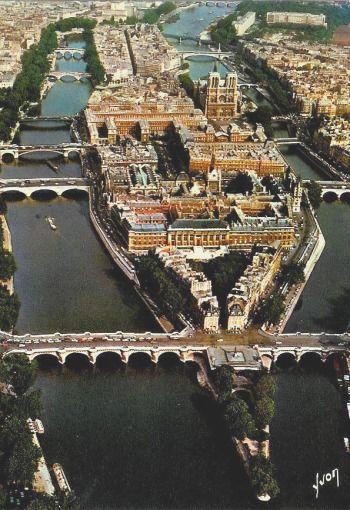 Ile de la CIte and the Seine river, Paris