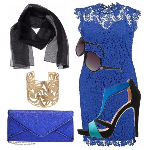 Per una serata chic, cocktail o perché no anche un matrimonio di pomeriggio, scegliamo un blu royal elegante, scarpe alte in blu nero e turchese che richiamano gli accessori scelti per questo outfit.
