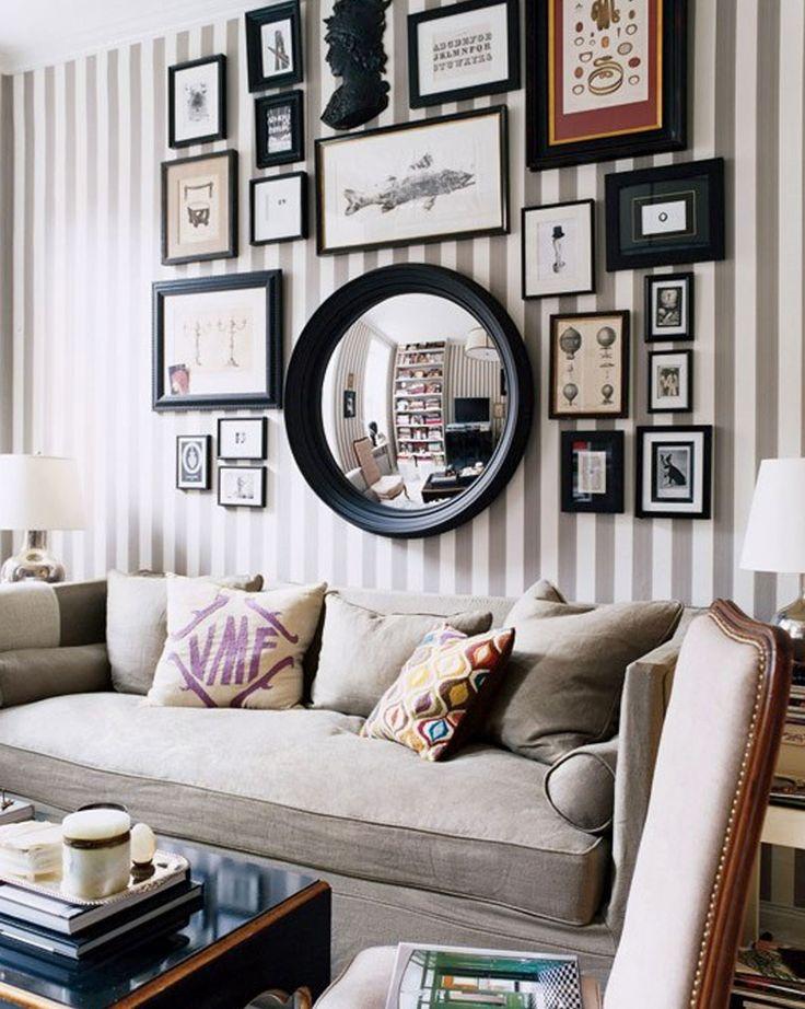 Oglinda poate fi centrul de interes al unui aranjament decorativ pentru perete (cu tablouri, fotografii, rame, etc.).