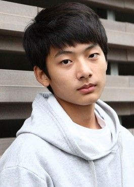 Seo Young Joo-another actor from Can You Hear My Heart and other dramas! As he approach the teen years, I expect more in the future from him also!