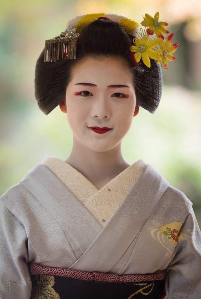 Maiko (now geiko) Toshisumi of Miyagawacho