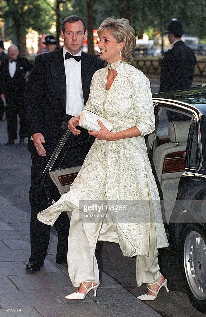 Princess Of Wales Attends Dinner At London's Dorchester Hotel Organised By Imran Khan In Aid Of The Shaukat Khanum Memorial Hospital In Pakistan. The Dinner Was Organised By Imran Khan.