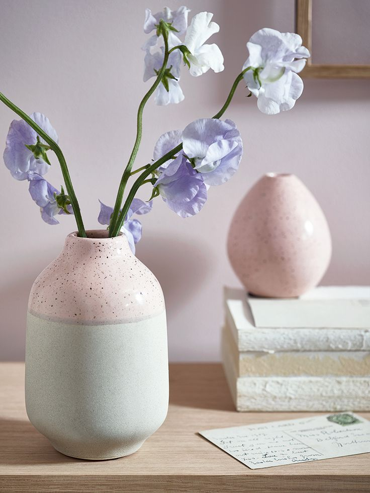 Made from high quality earthenware with a dip-glazed finish, our weighty block vase has a textured unglazed base and a speckled finish blush top.