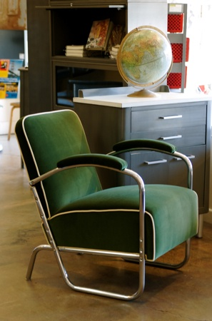 Need one of these someday. Art Deco style chrome lounge chair.