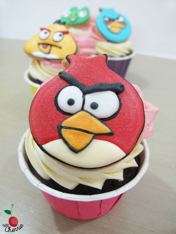 Angry birds cupcakes angry birds royal icing cookies for Anpanman cake decoration