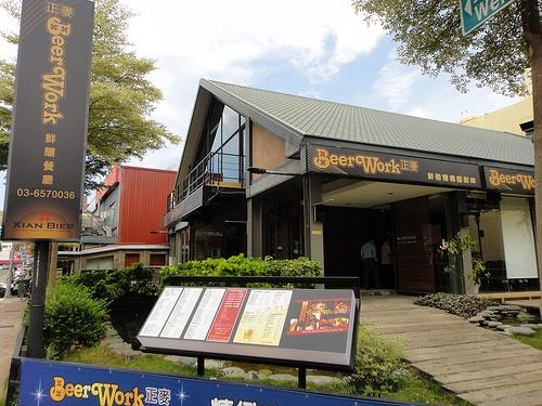 新竹-正麥Beerwork鮮釀餐廳:豪邁的啤酒柱與眾多下酒餐點,很適合與三五好友聚餐暢飲!