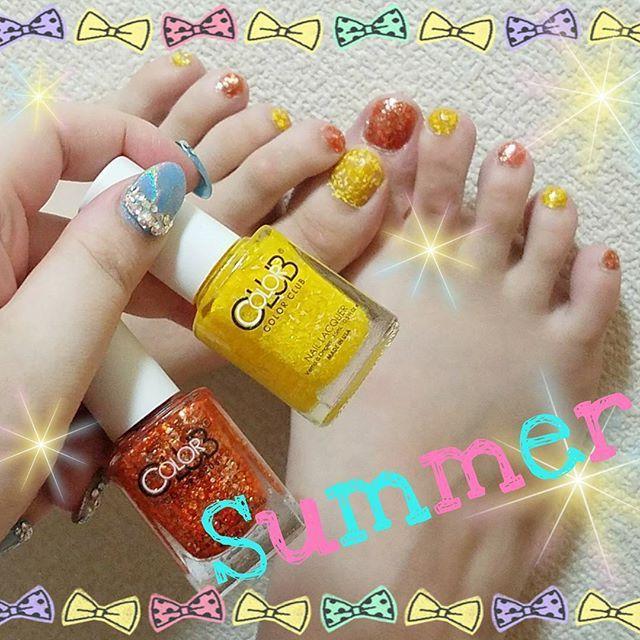 *** New footnail💅🌟 . このマニキュアめっちゃオススメー!! 剥げにくいし発色抜群!! ・:*+.\(( °ω° ))/.:+ . 8月だし! 真夏だし! 夏っぽさ全開colorです🌻💕♪♪ *.。.*゚*.。.*゚*.。.*゚*.。.* #new #foot #footnail #フット #フットネイル #セルフ #セルフネイル #夏 #サマー #summer #オレンジ #orange #イエロー #yellow #pop #ポップ #forsythe #カラークラブ #colorclub #ラメ #ギラギラ #発色 #抜群 #オススメ #おすすめ #マニキュア #可愛い #かわいい #kawaii #ペディキュア ☆