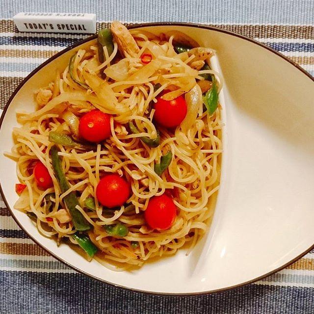 アンチョビパスタを、作ってみた。  アンチョビソースがあれば、ツナ缶とピーマン、玉ねぎで簡単に出来る。  プチトマトで彩りを。  #料理#料理男子#料理写真#手料理#手作り料理#パスタ#パスタ部#アンチョビ#肉#野菜#夕食#美味しい#美味しくないわけがない#cook#cooking#food#instafood#handmade#pasta#meat#vegetable#delicious#dope#dinner#health#healthy#following#followme#follow#me