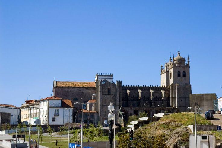 Sé do Porto (Porto Cathedral) from Estação de São Bento, Praça de Almeida Garrett, Porto, Portugal