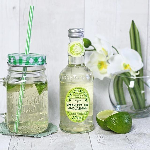 Sparkling Lime & Jasmine Collins. •50mls of @sipsmith gin. •15mls of freshly squeezed lime juice. •15mls of sugar syrup. • Top up with Fentimans Sparkling Lime and Jasmine •Serve over crushed ice and garnish with a slice of lime. #Fentimans #FentimansSLJ #SparklingLimeandJasmine #Lime #Jasmine #Ice #Gin #Sipsmith #Collins #Cocktail @Emily_etc