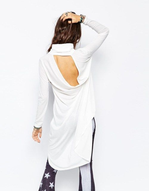 Λευκή μακριά μπλούζα με ψηλό λαιμό και ανοιχτή πλάτη