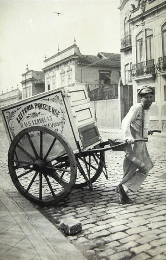 Rio de Janeiro - RJ, Brasil  Carroça distribuidora de leite