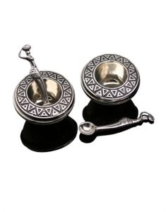 Planning a classy Christmas dinner? This stunning Salt & Pepper Set will look lovely on your dinner table. It is both decorative and functional! Sold by www.wave2africa.com