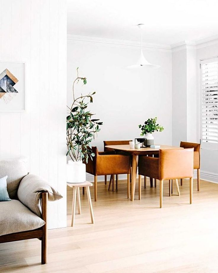 This neutral Sydney home is an example of how well-placed details can bring a monochromatic color scheme to life. Click the link in our bio for the full tour. | Photo by @BrookeHolm.