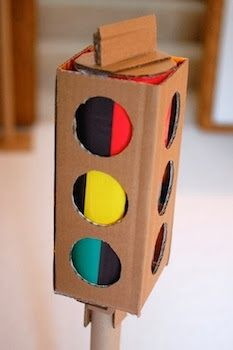 (cardboard crafts) ...cool stop-light...