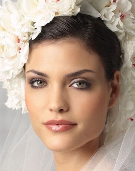 Wedding day make up tips.. http://www.eve.com.mt/2014/01/11/wedding-beauty-tips/