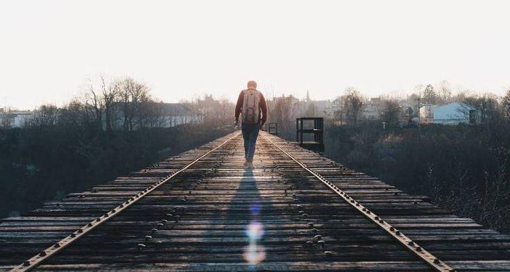 Ο ανόητος ούτε συγχωρεί ούτε ξεχνά. Ο αφελής και συγχωρεί και ξεχνά. Ο έξυπνος συγχωρεί, αλλά δεν ξεχνά!