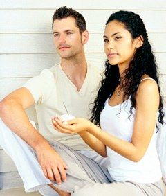 Der Mann: auf der Flucht vor Zärtlichkeiten - Der Mann, das ewige Mysterium - Es ist bekannt, dass sich die Männer gerne vor Gefühlsäußerungen und Liebesbezeugungen drücken. Um es etwas übertrieben auszudrücken kann man sagen: Männer glauben aktiv und effizient sein zu müssen um wirklich männlich zu sein...