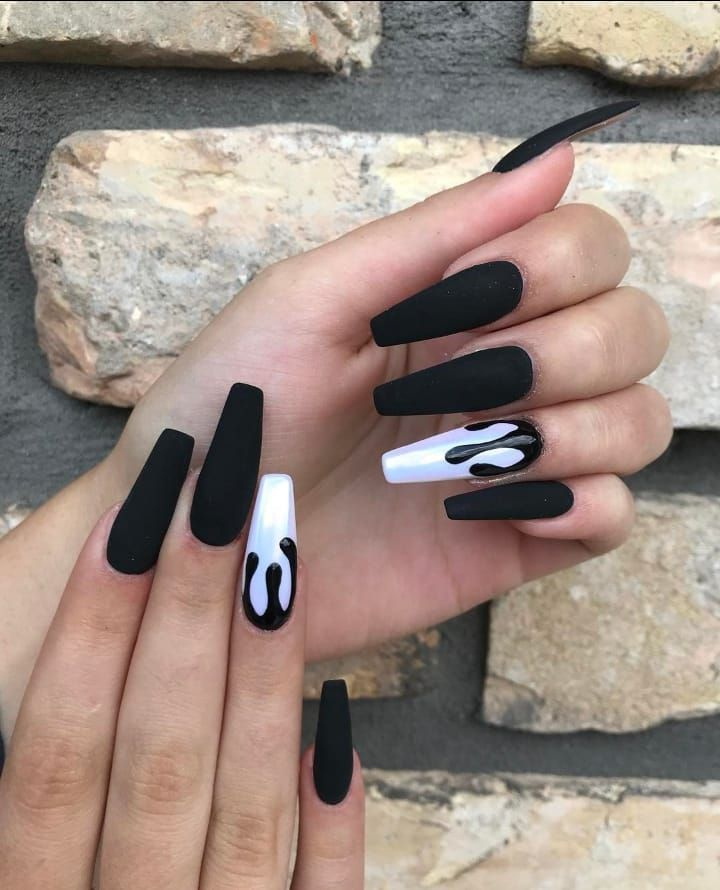 ɪsᴀʙᴇʟʟᴀғᴀʙᴀ White Black Drip Long Coffin Acrylic Nails Drip Nails White Acrylic Nails Best Acrylic Nails