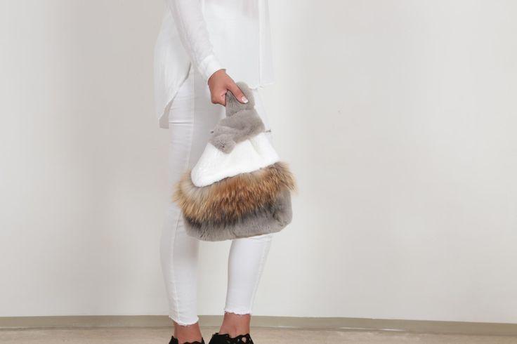EYES ON MISHA Fur bag in classy neutrals  #bags #raccoon #rex #fur #furbag #neutrals #neutralcolours #grey #eyesonmisha