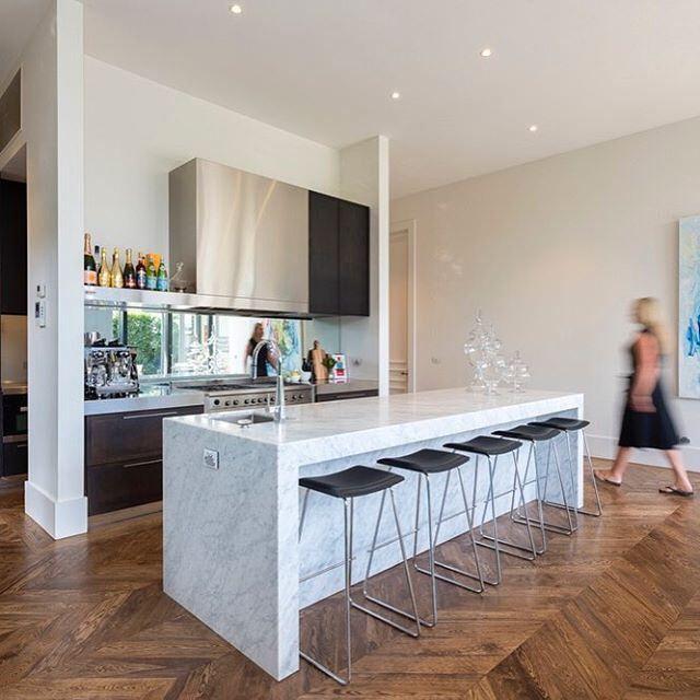 This gorgeous Carrara Marble kitchen is the hub of this family home 📷@rachellewisphotography #cdkstone #carrara #marble #carraramarble #naturalstone #naturalbeauty #naturesmasterpiece #kitchendesign #kitcheninspiration #designinspiration #lithofin