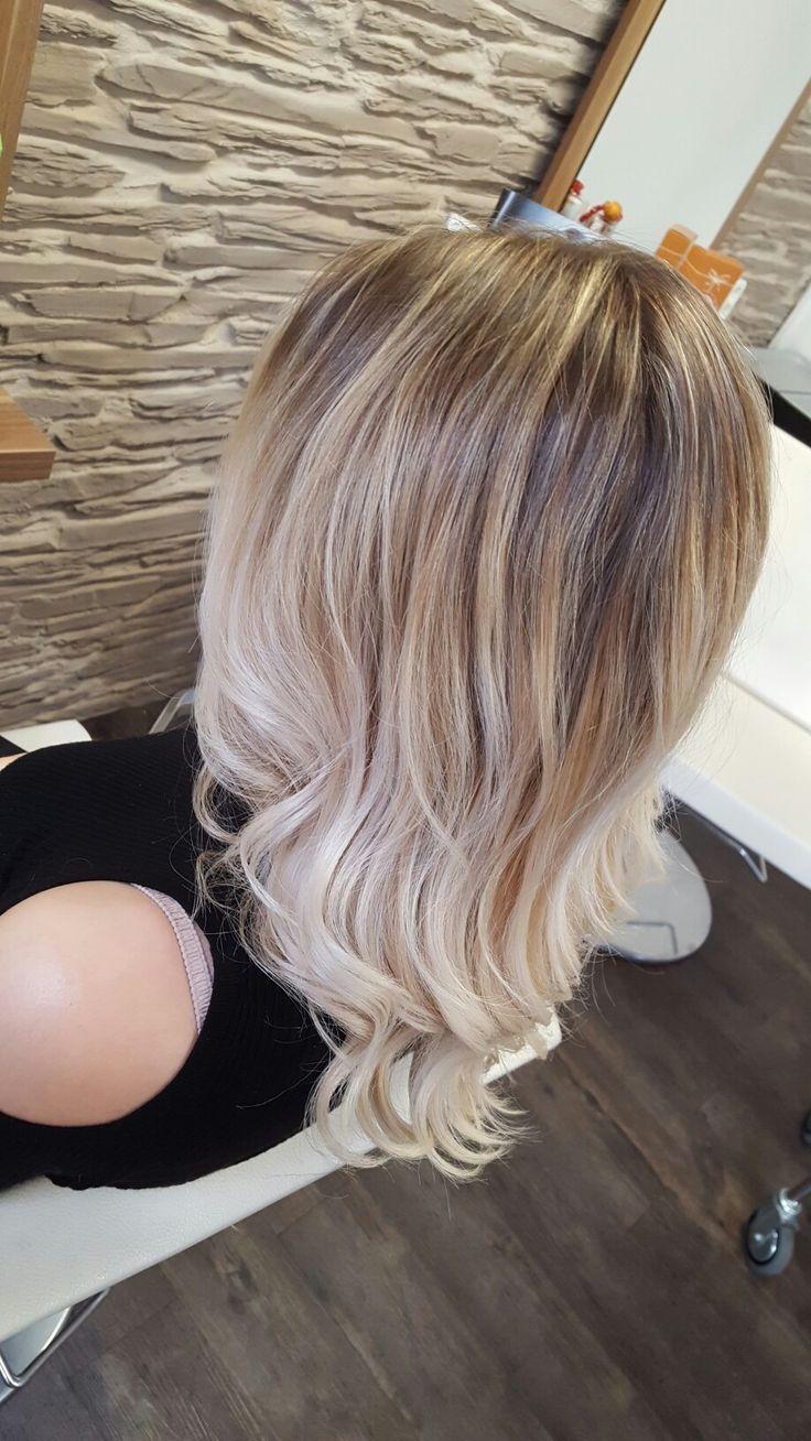 die besten 17 ideen zu honigblond auf pinterest blond rose wella farben und goldblonde haare. Black Bedroom Furniture Sets. Home Design Ideas