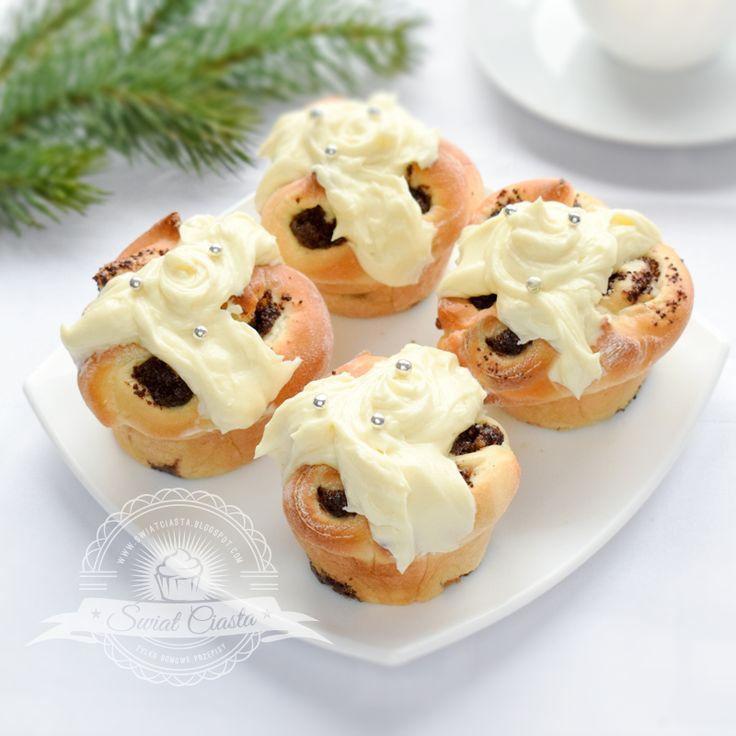 Drożdżowe babeczki z makiem i polewą z białej czekolady   Świat Ciasta