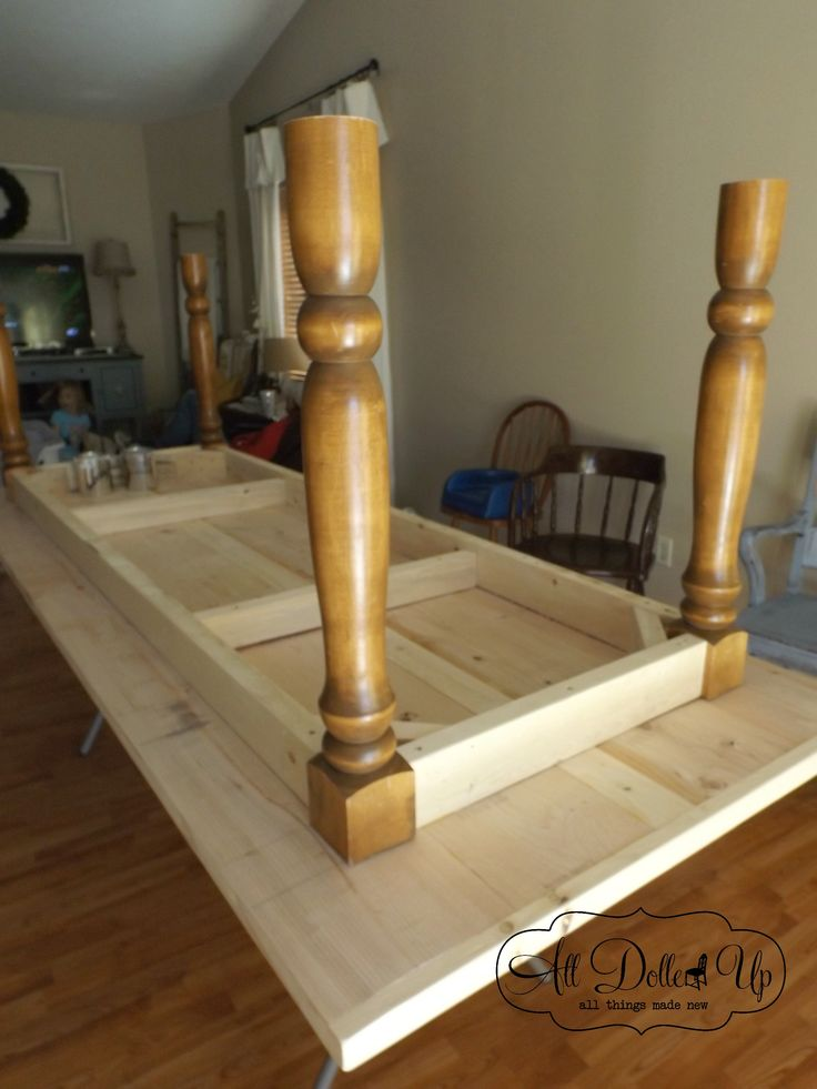 Making a farmhouse table. I like the way they framed the table.