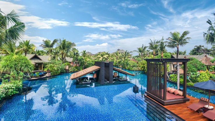 £503 Directly on the stunning beachfront of Nusa Dua, The St. Regis Bali Resort is a luxurious property featuring a full spa and outdoor lagoon pool.