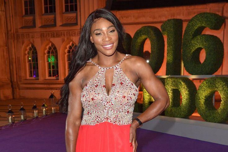Nach ihrem Sieg im Damenturnier hatte Serena Williams beim Wimbledon Champions Dinner allen Grund zu feiern. Dort zeigte sie sich in einer festlichen Robe.
