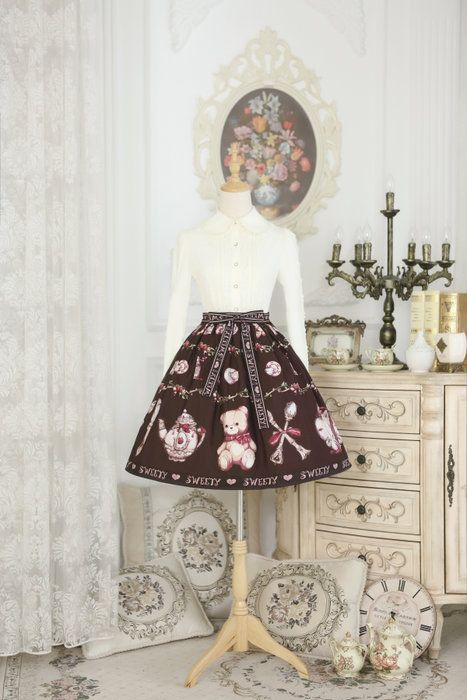 【Reservation】Bear & Cutlery Skirt (Estimated arrival: End of October~November)   Honey honey  https://www.wunderwelt.jp/en/fleur/products/m-01123    Worldwide shipping available ♪   How to order ↓  https://www.wunderwelt.jp/en/shopping_guide  * Official online retailer * Wunderwelt Fleur *
