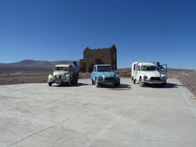 Amigos Citroneros en medio del desierto de Atacama