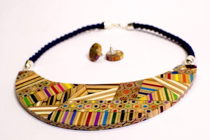kombinovaný náhrdelník z pastelek