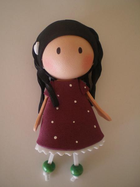 Broches (Gorjuss), realizados en goma eva puedes elegir la muñeca que mas te guste y se hace.