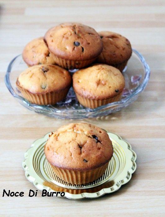 Muffin con gocce di cioccolato Adoro preparare i muffin, poi questi con gocce di cioccolato fondente sono il mio forte, mi piace quando la pasta soffice incontra i pezzettonidel cioccolato che si sciolgono in bocca…sono proprio da far venire l' acquolina….di solito li preparo la sera così da far colazione la mattina e poi mi piace il fatto che la […]