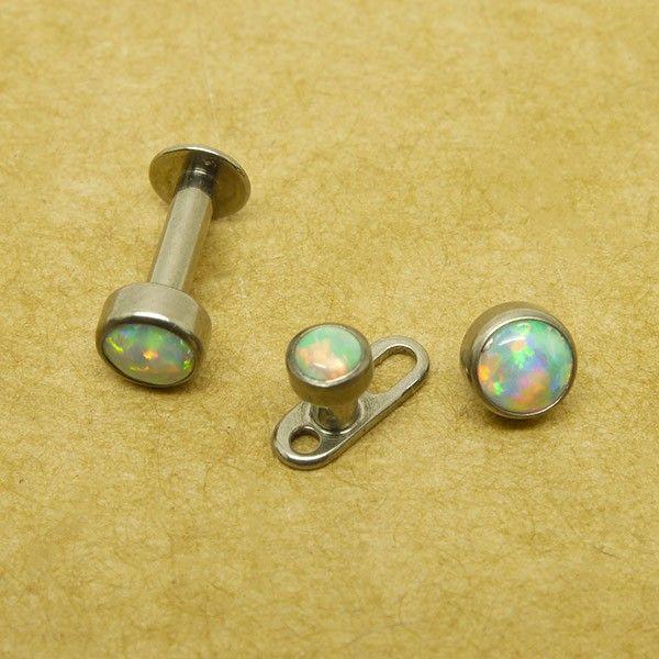 накрутка из титана с опалом 17 на микродермал или лабрет со внутренней резьбой