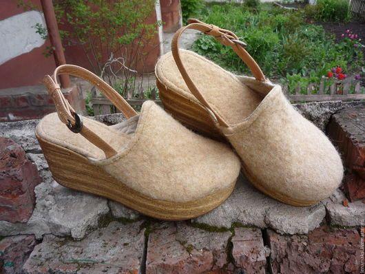 """Обувь ручной работы. Ярмарка Мастеров - ручная работа. Купить Сабо """"Пшеничные поля"""". Handmade. Бежевый, обувь из войлока"""