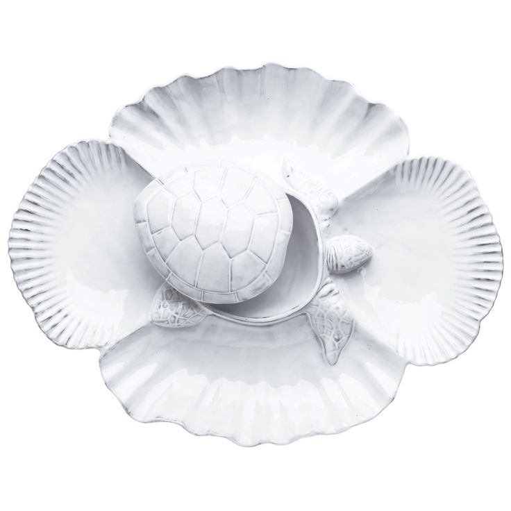 The Incanto Mare White Turtle Antipasti Server is handpainted in Veneto and features the charming designs of a turtle.
