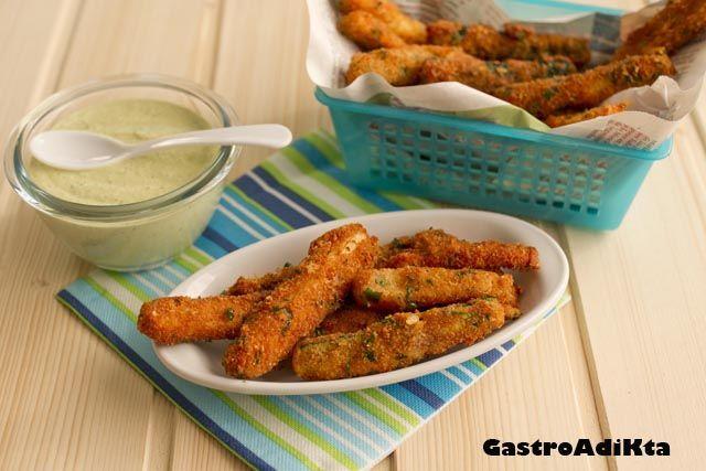 alitos de calabacín con salsa de piñones