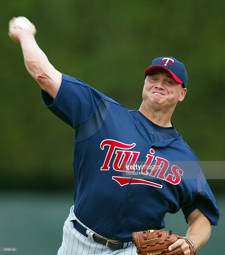 Pitcher Rick Helling #32 of the Minnesota Twins throws from the mound during a Spring Training Game against the Baltimore Orioles March 15, 2004 in Fort Lauderdale, Florida.