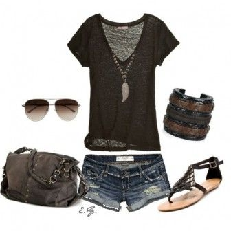 Kot şort ve siyah bluz