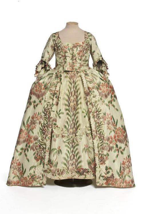 Robe à la Française  1760  Les Arts Décoratifs
