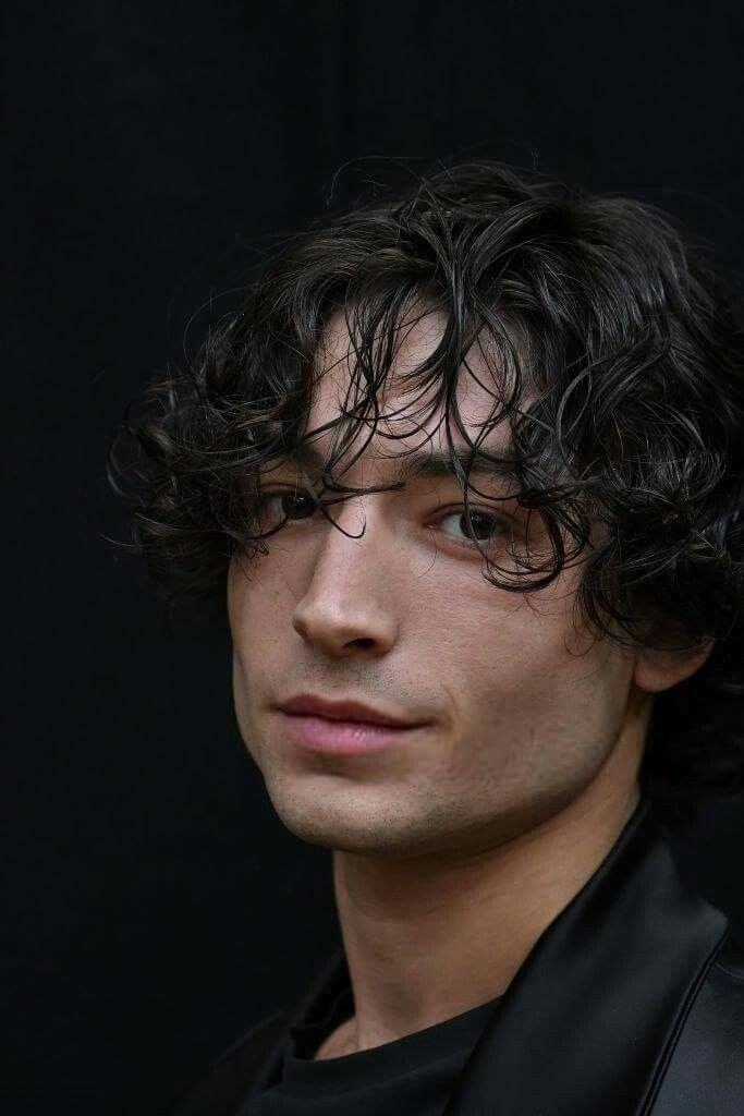 Ezra Miller (September 30, 1992) British actor, singer, musician and activist, o.a. known from the movies 'Fantastic beasts and where to find them' from 2016.
