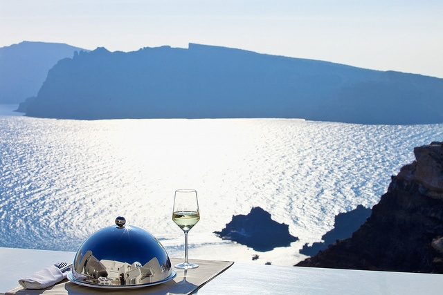 The #AltaMarebyAndronis is a delightful four-star property that has all the trappings of a luxury five-star one. Individual Jacuzzis for each of the rooms, a semi-covered swimming pool, a fascinating café in the courtyard and an amazing sea view of the caldera.  http://www.facebook.com/AltaMarebyAndronis